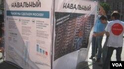 Агитационный стенд в поддержку Алексея Навального. Санкт-Петербург. 6 августа 2013 г.
