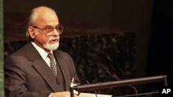 Cựu Thủ tướng Ấn Ðộ Kumar Gujral phát biểu tại Ðại hội đồng Liên hiệp quốc tháng 9 năm 1997. Ông Gurjal từ trần hôm 30/11/2012