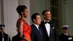 奥巴马夫妇在白宫欢迎胡锦涛参加国宴