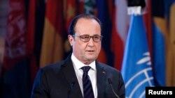 Presiden Perancis Francois Hollande saat memberikan sambutan di kantor pusat UNESCO di Paris, Perancis, 17 November 2015 (Foto: dok). Presiden Perancis Francois Hollande bertolak ke Rusia hari Kamis (26/11) sebagai bagian dari upaya membentuk koalisi global untuk meningkatkan perang melawan kelompok militan Negara Islam (ISIS).