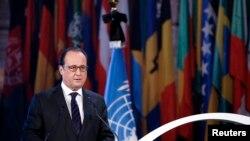 프랑수아 올랑드 프랑스 대통령이 17일 파리에서 열린 유엔 관련 행사에서 연설하고 있다.