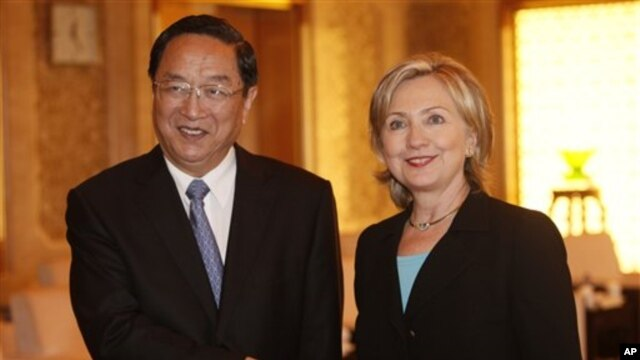U.S. Secretary of State Hillary Rodham Clinton, right, and Shanghai Party Secretary Yu Zhengsheng shake hands during their meeting at World Expo site Saturday, May 22, 2010 in Shanghai, China.  (AP Photo/Eugene Ho