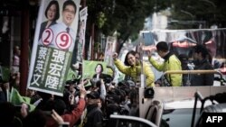 Democratic Progressive Party (DPP) presidential candidate Tsai Ing-wen (C) waves to supporters as she campaigns in New Taipei City on Jan. 13, 2016.