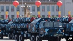 2009年10月1日红旗-9导弹在中共国庆60周年阅兵式上亮相。这是远程地对空导弹。