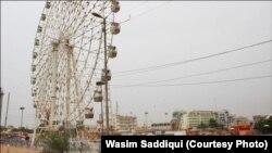 کراچی کے عسکری پارک کا ایک بلند و بالا جھولا۔