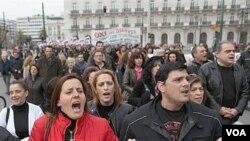 Protes atas langkah-langkah penghematan pemerintah kembali berlangsung di ibukota Yunani, Athena.