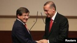 Cumhurbaşkanı Erdoğan ve yeni Başbakan Ahmet Davutoğlu