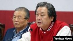지난달 9일 18대 대선을 열흘 앞두고 선거대책 관련 기자회견에서 모두발언하는 김무성 선대위 총괄본부장. (자료사진)