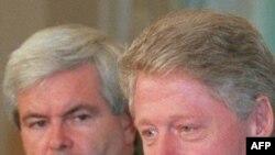 Hai nhân vật chính trong cuộc tranh cãi cách đây 15 năm là Tổng thống Clinton, đảng Dân chủ và Chủ tịch Hạ viện Newt Gingrich, thuộc đảng Cộng Hòa