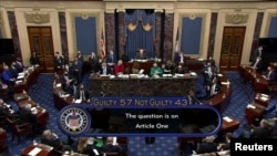 Senat AS memutuskan mantan presiden AS tidak bersalah atas serangan pendukung Trump pada 6 Januari lalu ke gedung Kongres, dalam pemungutan suara pada sidang pemakzulan hari kelima di Capitol, Washington, Sabtu, 13 Februari 2021. (Foto: Reuters)