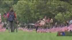 """День пам'яті в США - прикрашання могил військових та за'їзд """"Грім на колесах"""". Відео"""