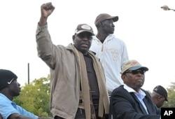 Macky Sall (2e à g.) lors d'une manifestation à Dakar le 31 janvier 2012