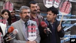 土耳其庫爾德大律師塔希爾.艾爾希被射殺前在一個記者會上。