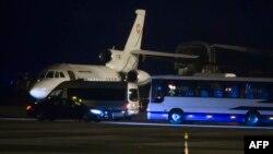 지난 1월 이란에서 풀려난 미국인 억류자들을 미국 정부 교통편으로 인계하기 위해 현지 공항에 대기중인 스위스 공군기. (자료사진)