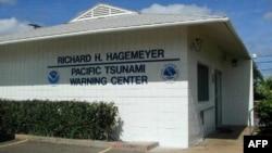 Kantor Tsunami Warning Center di Hawaii selalu waspada dengan gelombang pasang di sana (foto: dok).