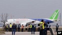 中国首架国产大型客机C919在上海浦东国际机场试飞(2017年5月5日资料照)