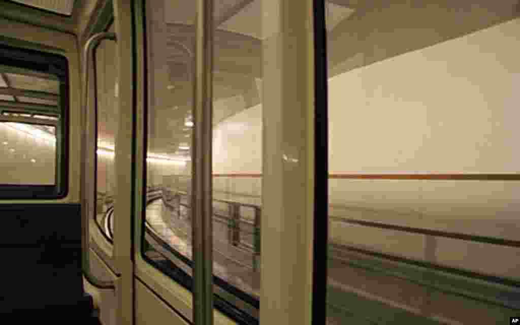从国会的一个楼到另一个楼要坐地铁