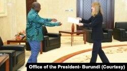Perezida Ndayishimiye yakira umuserukizi mushasha w'Amerika mu Burundi Melanie Harris Higgins