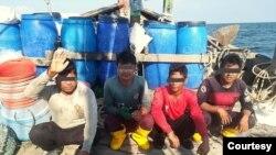 ဖမ္းဆီးခံရတဲ့ ျမန္မာေရလုပ္သားမ်ား။ (ဓာတ္ပံု -Photo-Malaysian Maritime Enforcement Agency)
