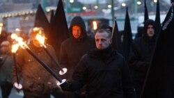 در آلمان، راهپیمانان راستگرای افراطی در ۶۶ امین سالگرد بمباران شهر درسدن، در حال حمل مشعل هستند - یکشنبه ۱۳ فوریه ۲۰۱۱