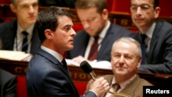 French PM Manuel Valls (L) speaks at the start of a parliament debate on a constitutional reform bill that would make it easier to decree a state of emergency, at the National Assembly in Paris, Feb. 5, 2016.