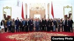 Presiden Joko Widodo berphoto bersama dengan Delegasi European Union (EU)-ASEAN Bussines Council di Istana Merdeka, Jakarta, 28 November 2019. (Foto: Biro Setpres)