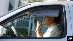 Un estudio concluyó que muchas de las heridas y contusiones fueron causadas por la distracción al usar el teléfono móvil, incluido el enviar o consultar los mensajes de texto al caminar, así como tropezar y aterrizar boca abajo en la acera.