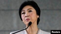 Thủ tướng Thái Lan Yingluck Shinawatra trong một cuộc họp báo tại Câu lạc bộ Quân đội tại Bangkok.