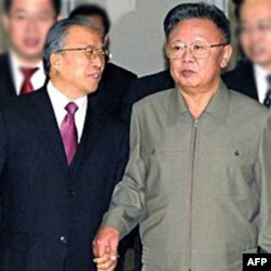Kineski državni savetnik Dai Binguo i lider Severne Koreje Kim Džong Il