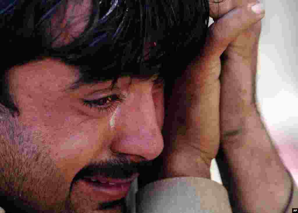 A Pakistani man reacts after his brother was killed in a car blast on the outskirts of Peshawar on February 23, 2012. (AFP Photo)