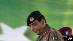 Pakistani Army Chief Ashfaq Parvez Kayani attends an inaugural ceremony of a technical training center in Gwadar, Balochistan Province, April 18, 2011.