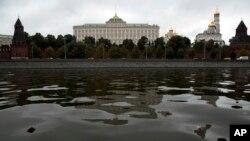 모스크바 강물에 비친 러시아 크렘린 궁 전경. (자료사진)