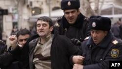 Арест милицией активиста оппозиции. Баку. Азербайджан (архивное фото)