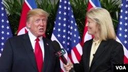 Saradnica Glasa Amerike Greta van Sasteren intervjuiše predsednika Trampa tokom samita sa Kim Džong Unom u Singapuru u junu 2018.