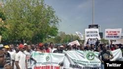 Daliban jami'o'in Najeriya yayin wata zanga zanga da suka yi a Abuja a 2018 (Twitter/@NANSNIG)