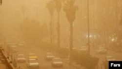 تصویر آرشیوی از گرد و غبار و آلودگی هوا در اهواز.