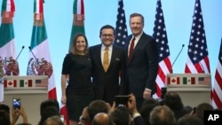 Mexico's Secretary of Economy Ildefonso Guajardo Villarreal,from left, Canadian Foreign Affairs Minister Chrystia Freeland, and U.S. Trade Representative Robert Lighthizer, pose for a group photo at a press conference regarding the seventh round of NAFTA
