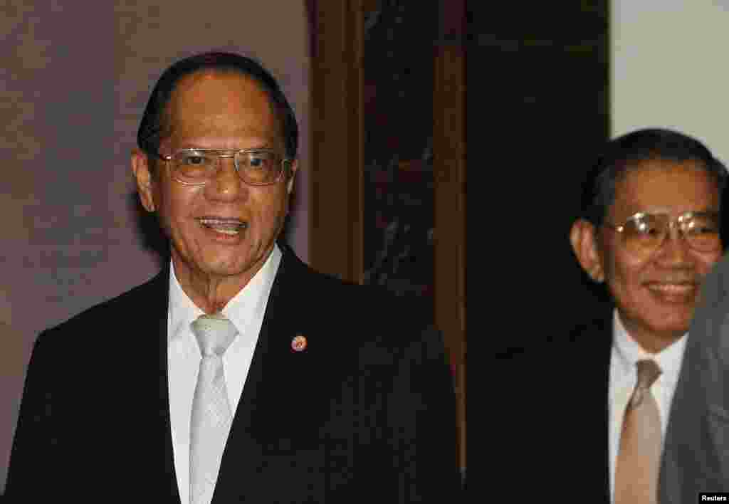 Panthep Klanarongran (left), president of the National Anti-Corruption Commission (NACC), and a member of the commission, Vicha Mahakhun, attend a news conference at the NACC office in Nonthaburi province, on the outskirts of Bangkok, May 8, 2014.