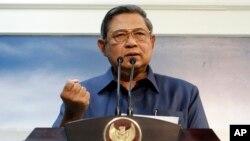 인도네시아의 수실로 밤방 유도요노 대통령이 20일 자카르타에서 열린 기자회견에서 호주와의 군사협력 중단 입장을 밝히고 있다.