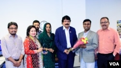 From left to right: Aleem Khan, member of Lions Club delegation; Yasmin Jamil, host of Har Dum Rawan Hai Zindagi; Ali Malik; Razia Malik; Farooq Ahmed Khan, Founder of Bahawalpur Cholistan Lions Club; Faiz Rehman, VOA Urdu Service Chief; and Malik Qasim.