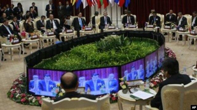 20일 캄보디아 프놈펜에서 동남아시아국가연합(ASEAN) 정상회의에 참석한 각국 대표들.