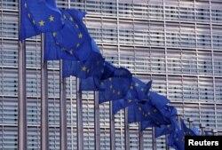 Zastave Evropske unije ispred sjedišta Evropske komisije u Briselu.