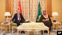 Turkiya rahbari Saudiya qiroli bilan. 29-dekabr 2015-yil