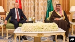 Turkish President Recep Tayyip Erdogan (L) and Saudi King Salman bin Abdul Aziz Al Saud pose for a photo during their meeting in Riyadh, Saudi Arabia, in this picture released, Dec. 29, 2015 by the office of the Saudi Press Agency.