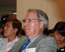 美国在台协会主席薄瑞光聆听蔡英文演说
