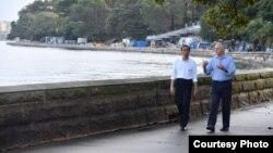 Presiden Jokowi dan PM Australia Malcolm Turnbull melakukan jalan pagi bersama di Royal Botanic Garden di Sydney, Minggu (26/2) (foto: Sepres RI).