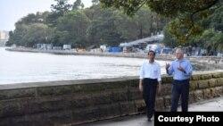 Presiden Joko Widodo dan PM Australia Malcolm Turnbull melakukan jalan pagi bersama di Royal Botanic Garden di Sydney, Minggu (26/2). (Foto: Setpres RI)