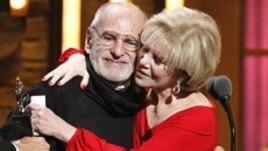 ლერი კრამერი ტონის საპატიო ჯილდოს მიღების ცერემონიალზე.