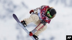 Jamie Anderson dari Amerika dalam Snowboard Perempuan di Olimpiade Sochi