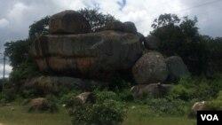 Amadwala eMatopos National Park akhanga abantu abanengi abavela kwamanye amazwe.